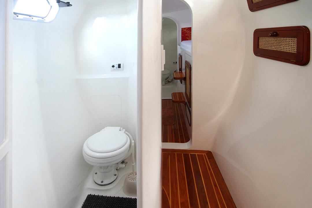 Amadeus day toilet