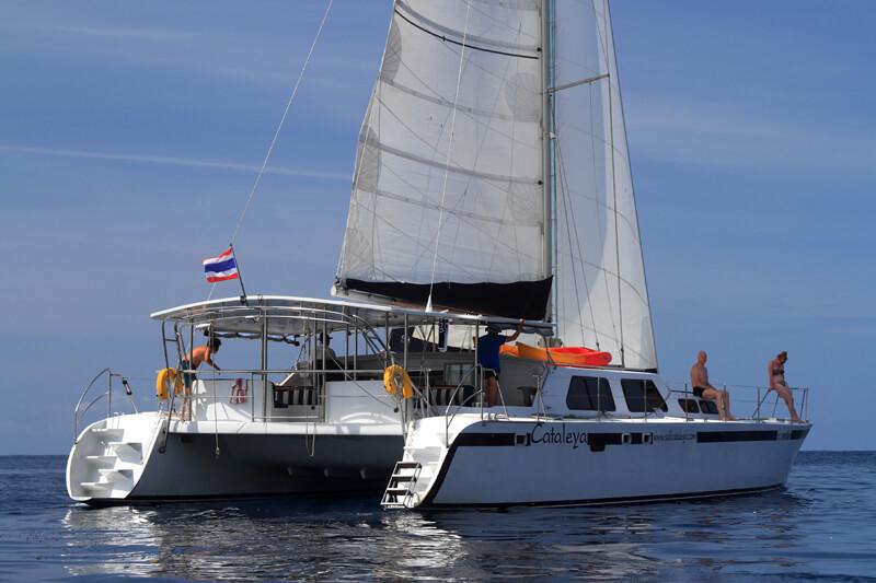 Cataleya under sail stern view