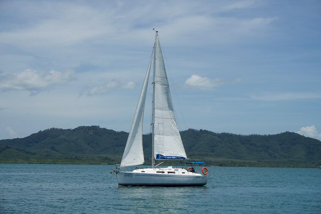 Hanse 315 sail
