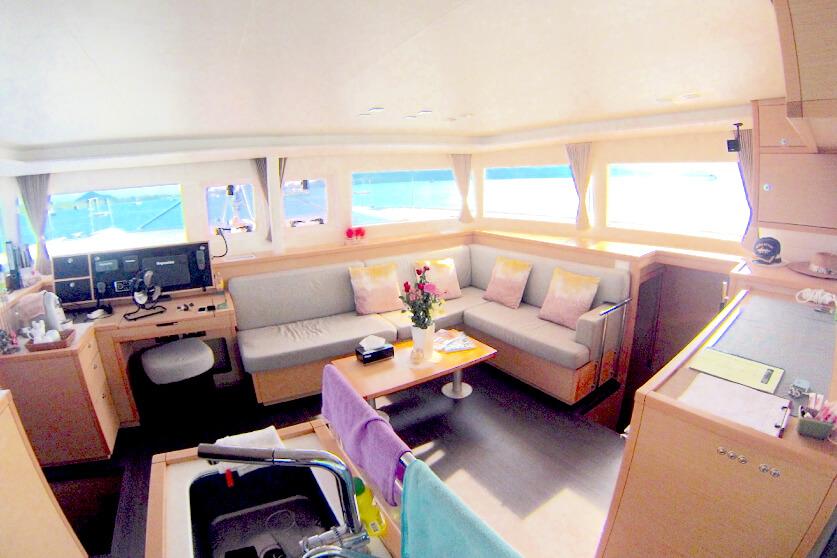 Lagoon 450 saloon _ Navigation