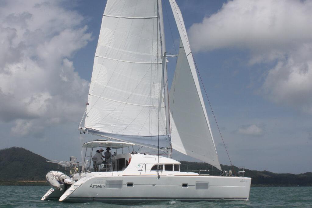 Lagoon380 under sail