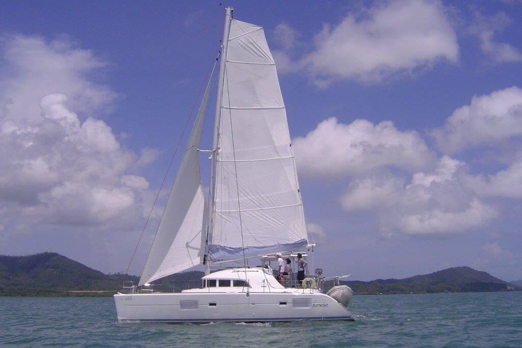 Lagoon380_sailing