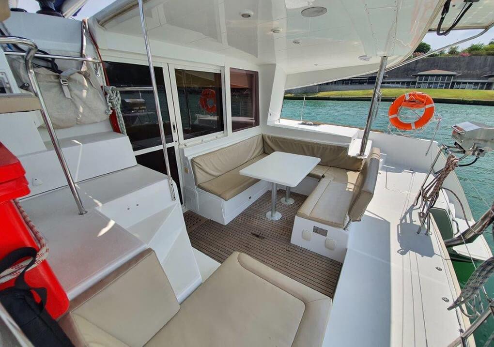 Lagoon400S cockpit