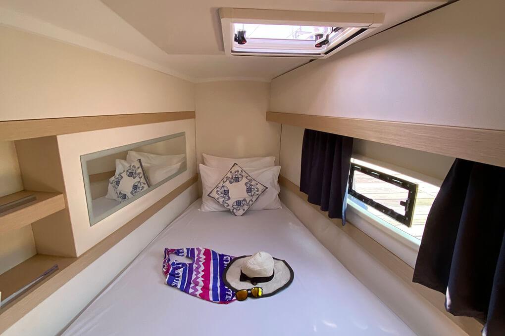 Lucia 40 cabin