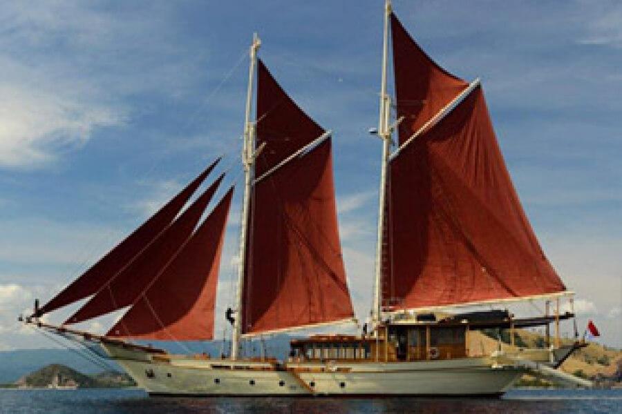 Si Datu Bua Luxury Charter Indonesia Bali Komodo