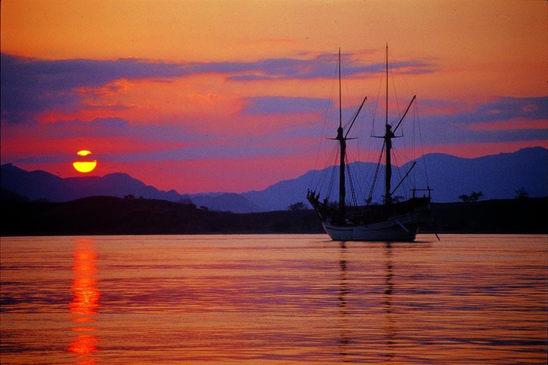 Silolona Luxury Bali Sunset Cruise