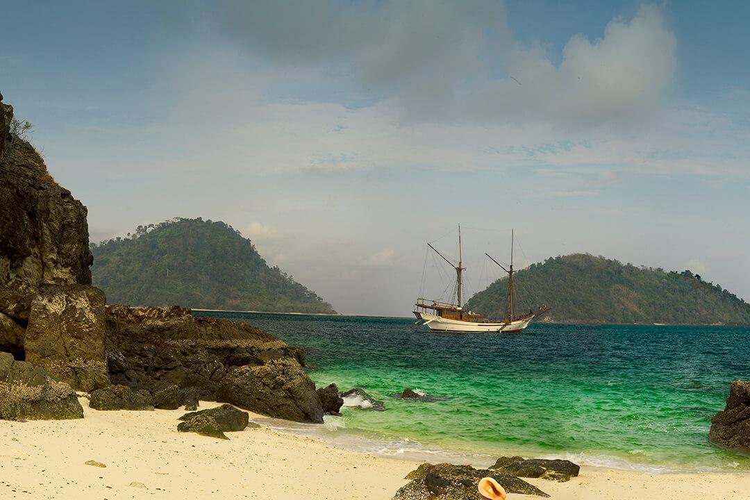 Silolona Luxury Charter Bali (2)