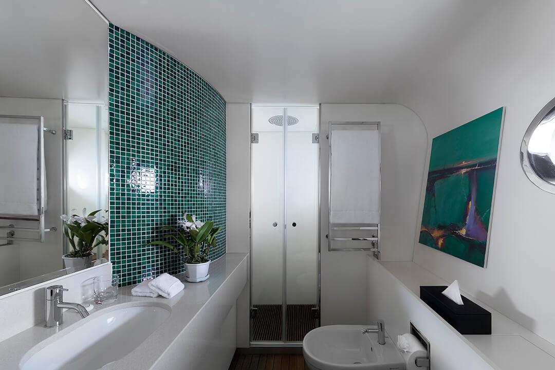 OE_Shot_3_Red_Bathroom_Panoramic_C5A9471_Finish